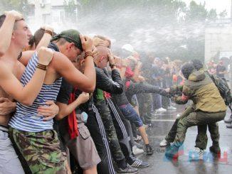 фотография тренировки с сайта http://lug-info.com/news/one/zhiteli-lnr-uchatsya-protivodeistvovat-chlenam-inostrannykh-vooruzhennykh-missii-15394